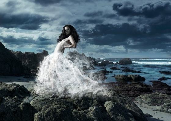 A Smoke Dress that would be impossible to recreate in reality. Is this the ultimate in exclusivity?Image courtesy: Juan Zambrano, www.paraeso.com