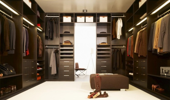 brown-walk-in-wardrobe