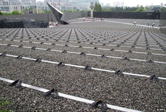6830 pairs of cloth shoes at a memorial service in Nanjing, Jiangsu Province