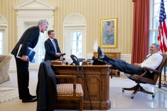 Obama's feet on the resolute desk
