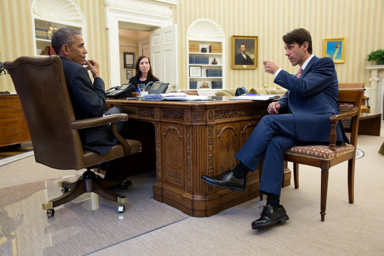 An image captured on 29 October 2014 shows Obama seated in his jacket,  allowing others to occupy the spare seats.